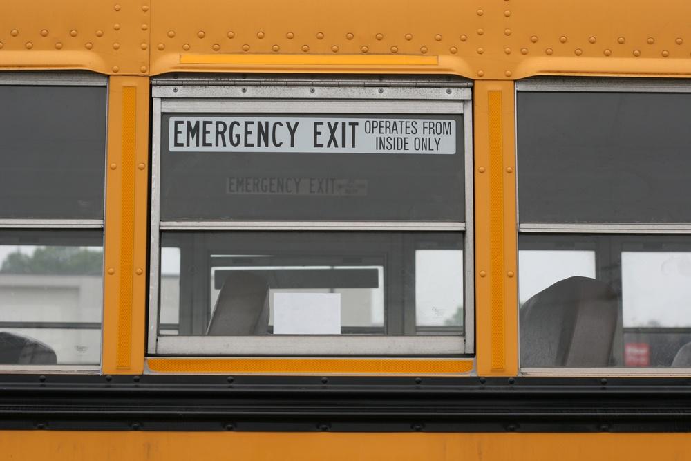 why_dont_school_buses_have_seat_belts_safestop.jpg